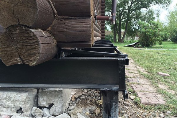 реконструкция винтового фундамента деревянного дома